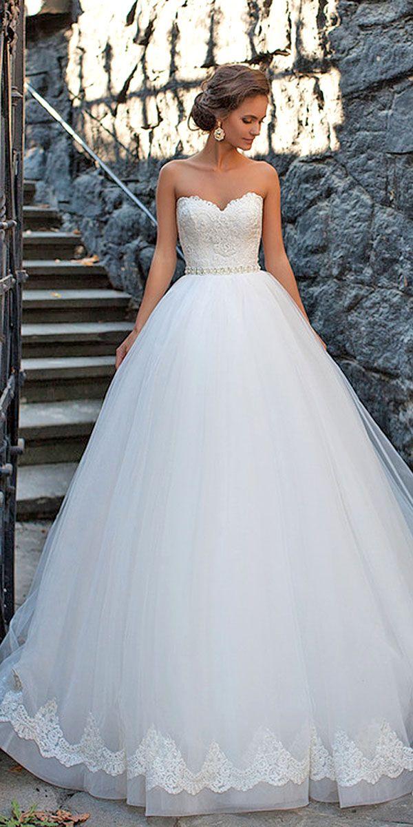Vestido de noiva com bordado na barra tomara que caia