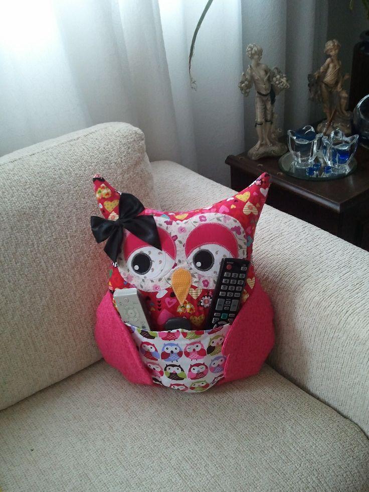 Almofada de coruja Porta Controle Remoto.  Artesã Ana Elgui - https://www.facebook.com/ana.elgui  #almofada #coruja #portacontroleremoto #decoração #artesanato #quarto #sala #casa
