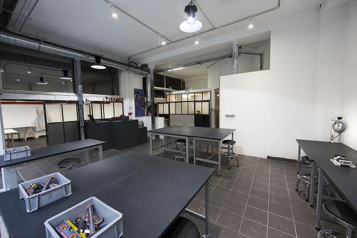 monatelierenville.com/ Un atelier équipé en libre-service pour réaliser moi-même mes projets.