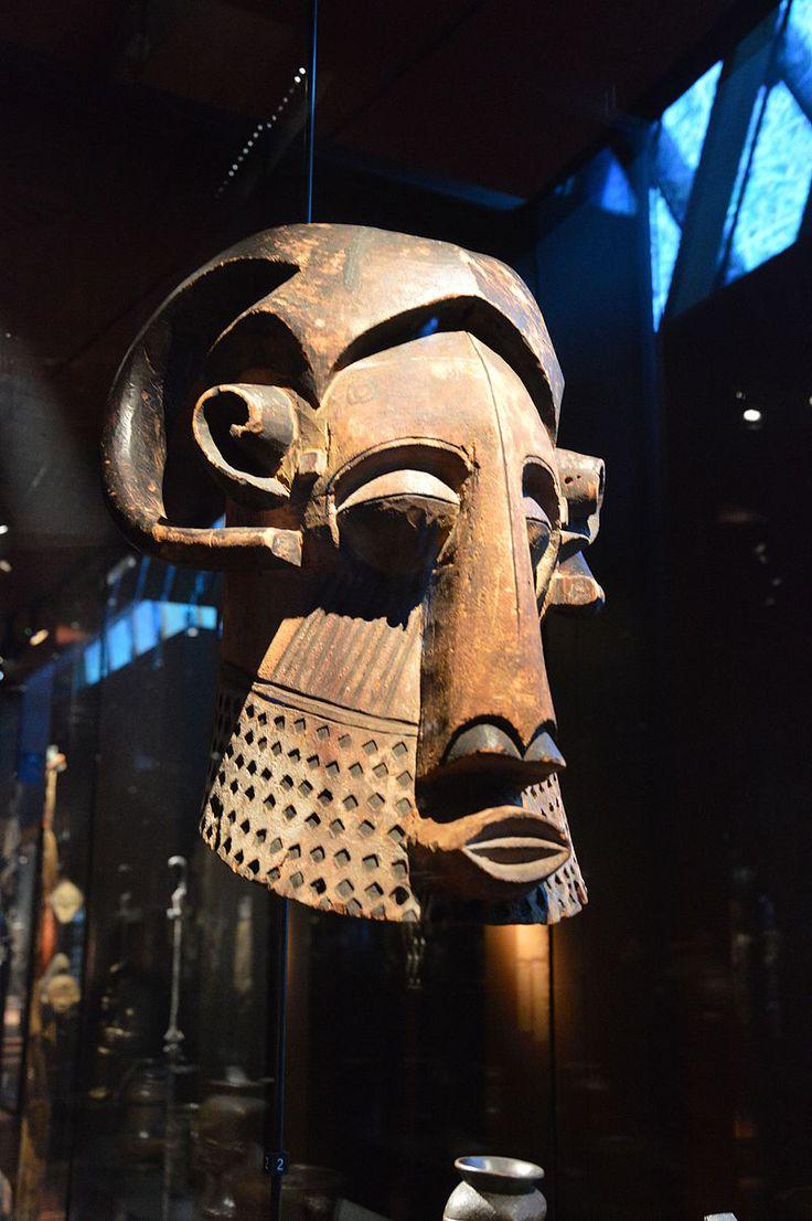 Masque anthropo-zoomorphe, Kuba, Kete, Musée du quai Branly.jpg