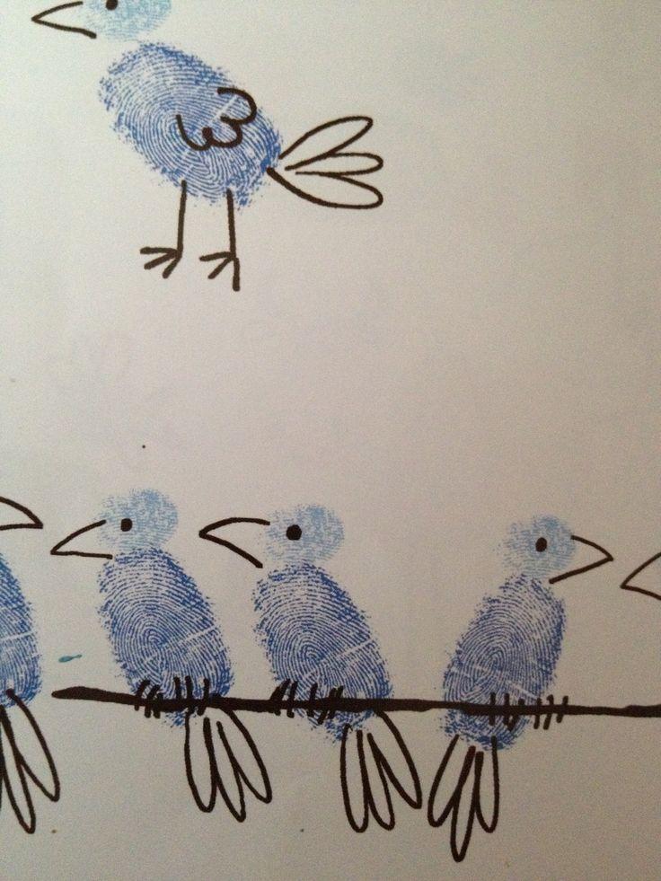 Vögel mit dem Finger stempeln:  Stempelkissen/Fingerfarbe Stift zum Malen der Details