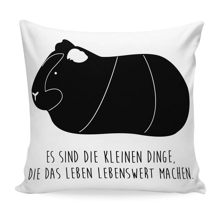 Kissen 40x40 Meerschweinchen aus Soft-Feel Kissenbezug  Flauschig - Das Original von Mr. & Mrs. Panda.  Ein wunderschöner  Kuscheliger Kissenbezug von Mr. & Mrs. Panda - liebevoll bedruckt, verpackt und verschickt aus unserer Manufaktur im Herzen Norddeutschlands. Das Kissen hat einen Reißverschluss zum Einlegen einer Füllung und die Größe von 40x40 cm. Bitte achtet darauf das ihr noch eine Füllung zum Kissen bestellen müsst.    Über unser Motiv Meerschweinchen  Das Meerscheinchen gehört zu…