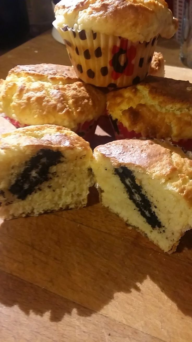 Le Ricette di Valentina: Muffin con ripieno a sorpresa...UN biscotto Oreo