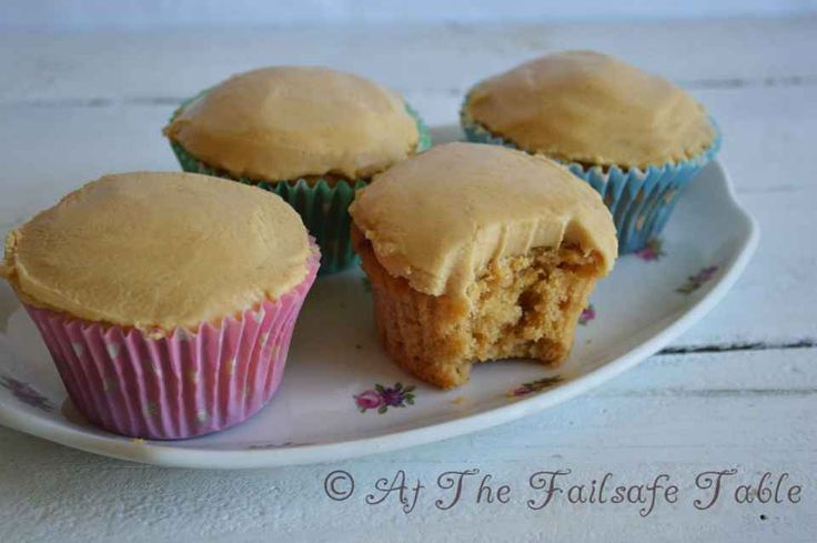 Failsafe Table - Little Caramel Cakes by Elizabeth