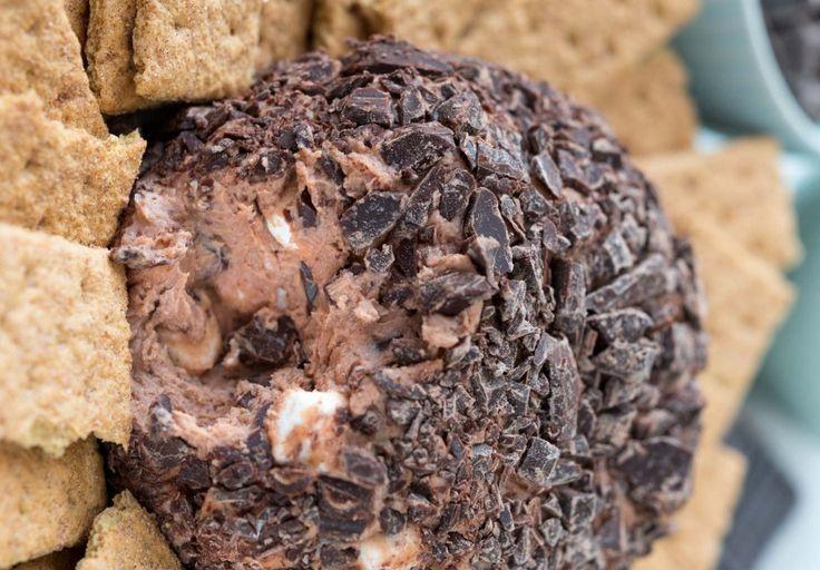 Une délicieuse boule de s'mores chocolatée au fromage à la crème. À servir avec des petits biscuits... Très très bon et parfait pour les fêtes!