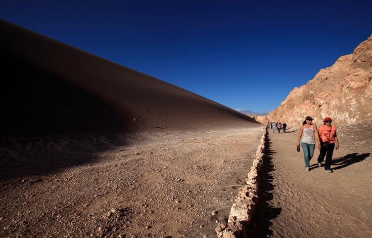 El Valle de la Luna es un paraje desértico ubicado a 13 km al oeste de San Pedro de Atacama, perteneciente a la Región de Antofagasta. En 1982 fue declarado santuario de la naturaleza y es parte de la Reserva Nacional Los Flamencos.  Foto: Cesar Silva
