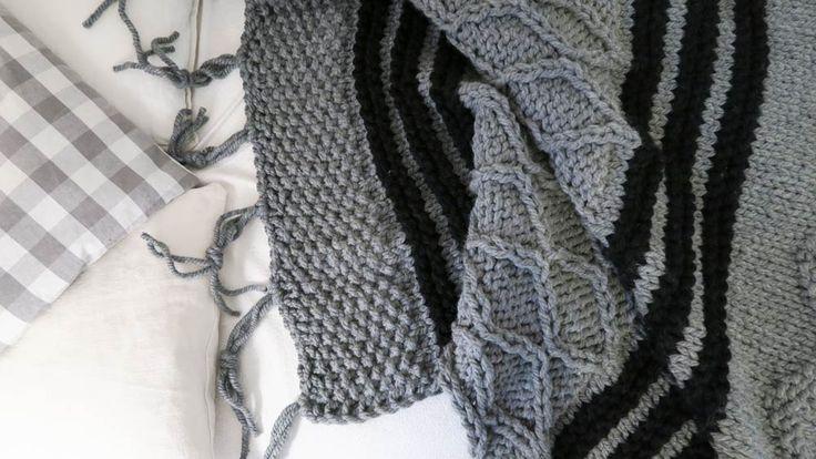 Duży, ciepły patchworkowy pled 200 x 200 z mega grubej włóczki 50% wełna 50% akryl wykonany ręcznie na drutach w Siedlisku na Wygonie. Idealny do otulania :) #pled #wełna #wełniany #szary #ciepły #narzuta #rękodzieło #manufaktura #nawygonie #drutach #druty #nadrutach #dziany #dziergany #robione #ręcznie #handmade #diy #blanket #knitting #knitted #grey #scandi #chunky #bulky #wool #madeinpoland #patchwork #black