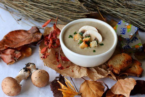 Ingrédients pour une portion de 200 gr environ :  - 100 gr de champignons de Paris  - 1 petite pomme de terre  - 1 échalote