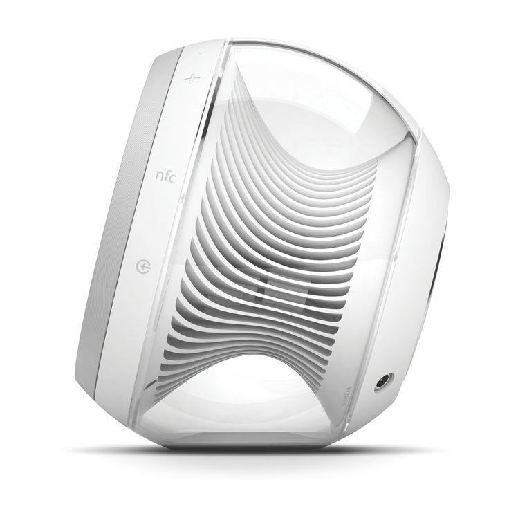 Стереосистема Harman Kardon Nova White - отличный пример качественного союза высоких технологий и великолепного дизайна.  #HarmanKardon #iPhone #iPod