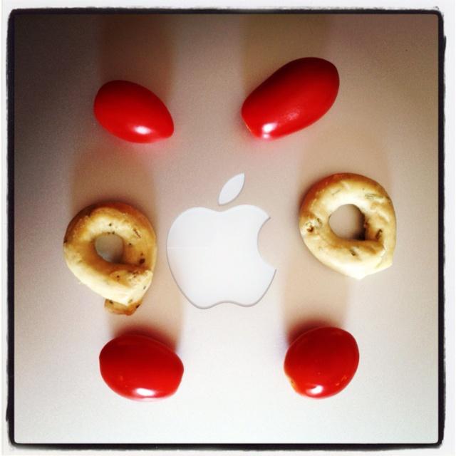 """Mac-Man o """"della pausa mediterranea"""": pomodorini datteri e taralli al rosmarino"""
