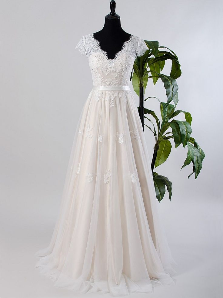 Cap sleeve lace wedding dress with tulle skirt 4019