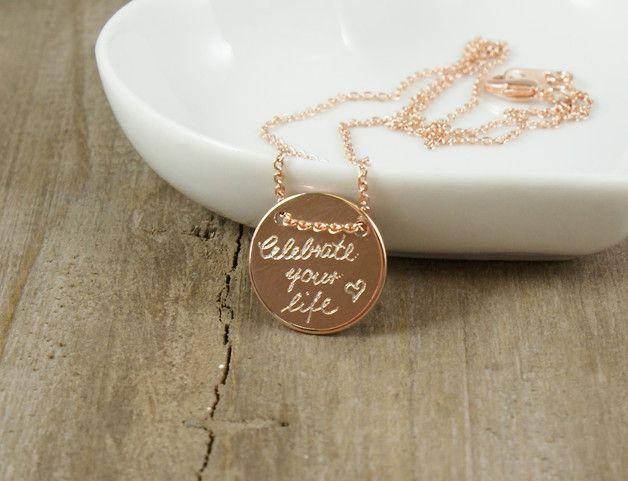 **Celebrate your life**  Diese zarte Kette ist das perfekte Geschenk für die Mama, die liebste Schwester oder die beste Freundin. Sie lässt sich prima mit weiteren Ketten aus dieser Kollektion...