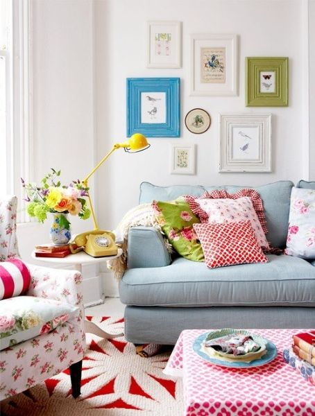 36 Wonderful Home Decor Ideas To Inspire You. I like the two colored frames with the white...