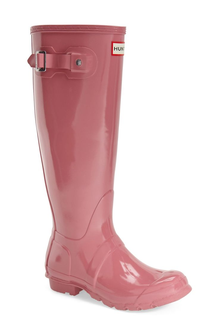 The glossy pink Hunter boots are so cute, and perfect for the fall weather coming up.