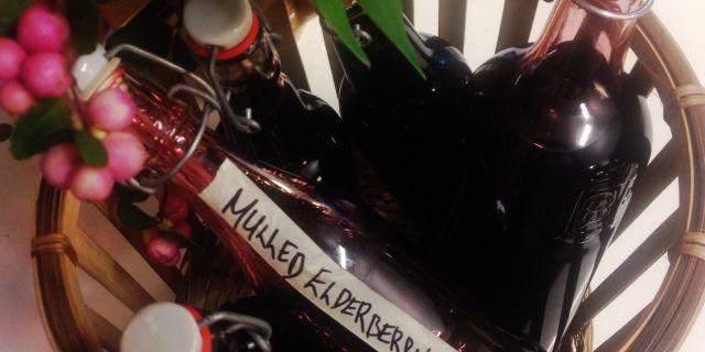Homemade mulled elderberry cordial/hemgjord fläderbärsglögg