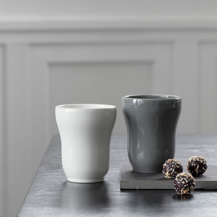 Ursula's design is soft with elegant, rounded shapes that make the mugs good and comfortable to hold, and the bottom is slightly wide, so the mugs are stable on the table.