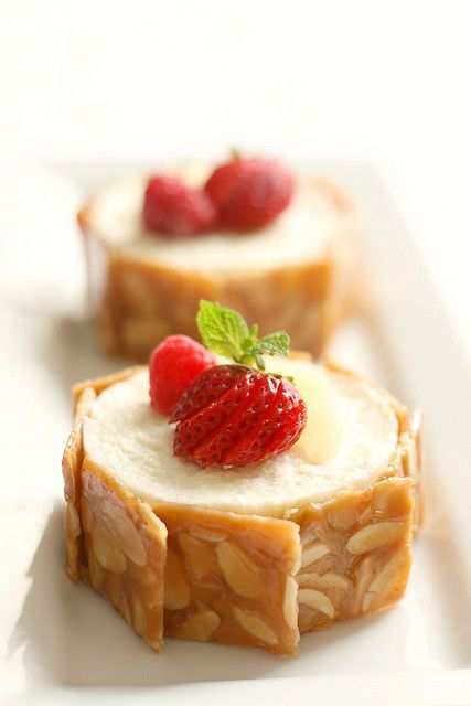 Immensely pretty little Caramel and Pear Mousse Cakes. #food #caramel #pear #mousse #cake #dessert #fruit