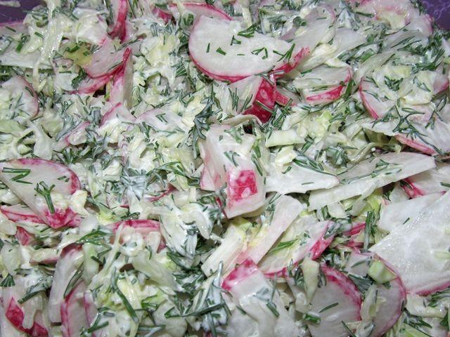 Салат из капусты и редиски