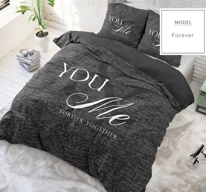 Bavlnené posteľné obliečky čiernej farby s romantickým motívom