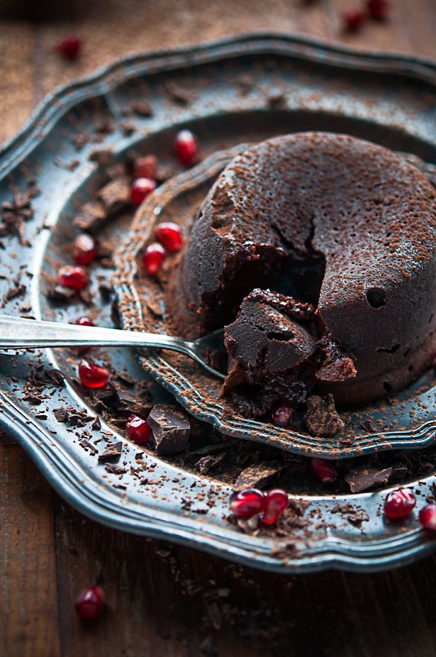Moelleux au chocolat - Molten lava cake: Molten Lava Cakes, Chocolates Lava, Chocolates Cakes, Food, Moelleux Au Chocolat, Cakes Recipes, Cooking, Molten Chocolates, The Chocolates