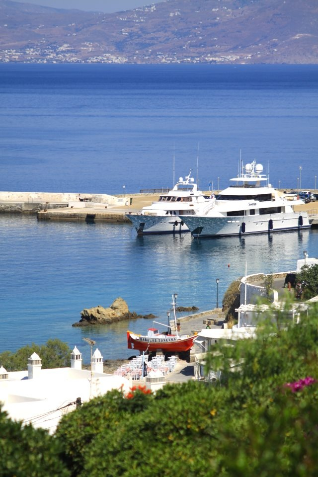 25 °C, Sunny with clear skies and 1 Beaufort  SUMMER in Mykonos is here !!