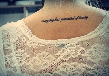 Tatuaje Frase espalda