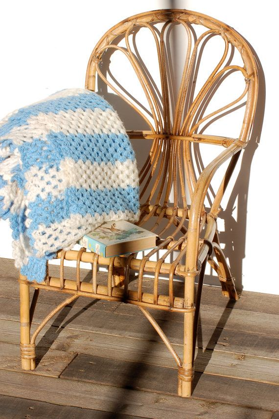 French vintage rattan chair for child. par Frenchvintagecharm