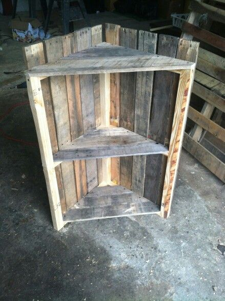 Raw corner pallet shelf