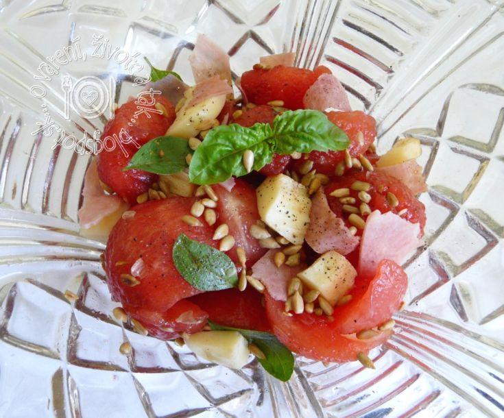 Fotorecept: Šalát z červeného melóna, so šunkou a syrom