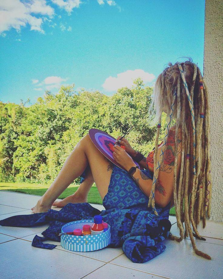 @Regrann from @luamandaluz -  Eu vou enfeitar de flor, o mundo que eu puder   .  .  #geometriasagrada #tattoo #artesbrasil #art #mandalas #nature #natureza #dreads #dreadlocks #dreadstyle #rasta #reggae #roots #positive #positividade #goodvibes #amorepaz #cores #color #flowers #zen #artist #surf #long - #regrann