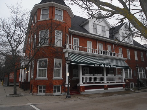 Historic Holly Hotel In Mi Is Said To Be Haunted