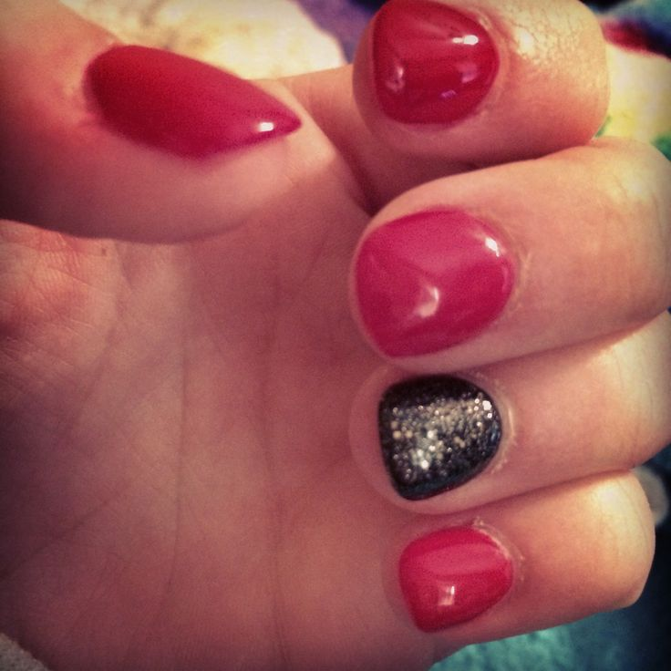 Simple Husker color themes nails!:) done by NK Nails.