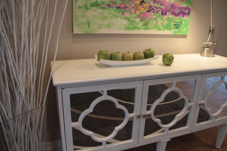 White Hallway Console Table With Mirrored Quatrefoil