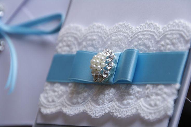 Einladungskarten -  Hochzeit Brosche,Spitzenband, Spitze, Edel - ein Designerstück von EvasCardArt bei DaWanda