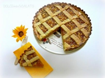 Tart Cake filled with Almonds and Apricot jam