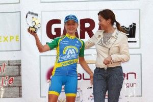 Emma Pooley speaks about her return to full time cycling  Mar. 2014
