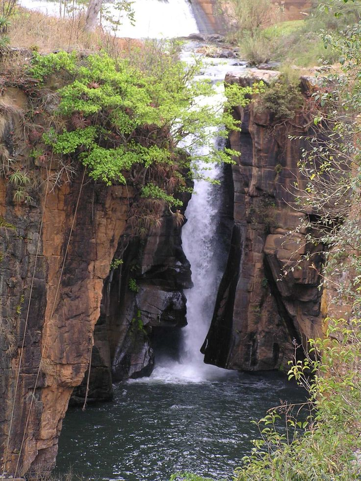 SOUTH AFRICA THE BEAUTIFUL Panorama Waterfalls The Sabie Falls (South of Graskop ) - A short walk brings you to a viewpoint where the waterfall plunges 35 metres (115 ft) down the Sabie Gorge. The foundations of an old hydro-electric plant - from where Sabie obtained its electric power in 1907 - can still be seen at the bottom of the falls.