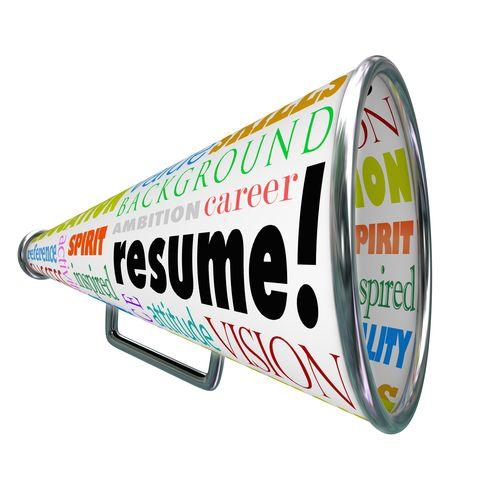 Headhunterens: Gode råd til optimering af dit  CV (Podcast)  Læs om: Vigtigheden af søgeord i dit CV, opstilling af CV, punktform eller prosa, indhold i dit CV (resultater, værdi, jobskift) mv.  http://bettinawaede.dk/blog/2013/08/podcast-gode-raad-til-optimering-af-et-cv/