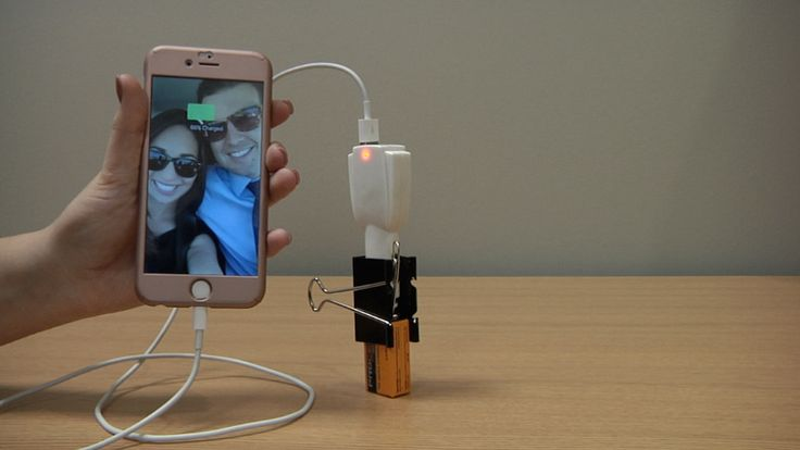 Don't have an outlet around to charge your phone? No problem! In this Komando.com Flash Tip, we'll show you how to make your own portable phone charger with just a few household items.