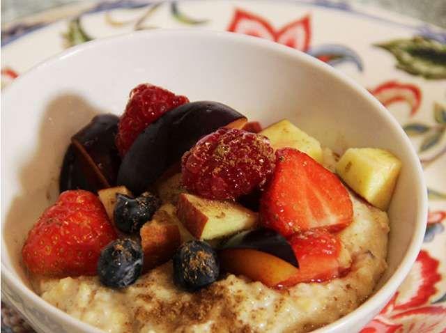 Porridge with fruit and milk