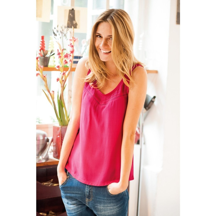 pink top!  http://www.laredoute.gr/