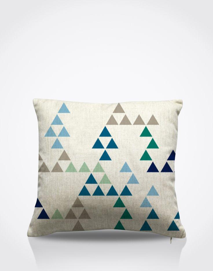 Mit diesem weichen Kissen im quadratischen Format (45 x 45 cm) wird das Sofa zum absoluten Blickfang. Das grafische Allover-Muster im cleanen skandinavischen Design ist DER aktuelle Trend für Interior- und Living-Accessoires.