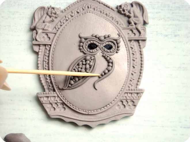 How to make both the Bezel and the center.  While the mold info is good, the simplicity of the owl is awsome. (Needs translation) #Polymer #Clay #Tutorials