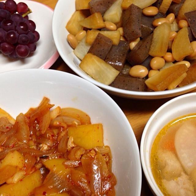 ⚫︎大豆、大根、蒟蒻の砂糖醤油煮 ⚫︎キムチ肉じゃが ⚫︎鶏肉、大根、人参のスープ ⚫︎葡萄 - 13件のもぐもぐ - 2014.07.24 by amagishinjyu