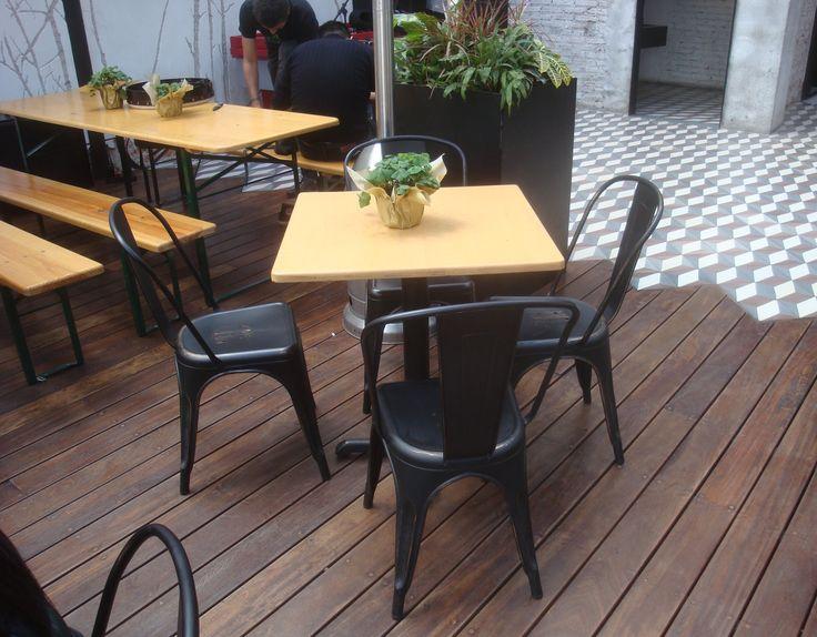 Mobiliario Lasddi en el Bar Biergarten - Mercado roma DF #LasddiContract