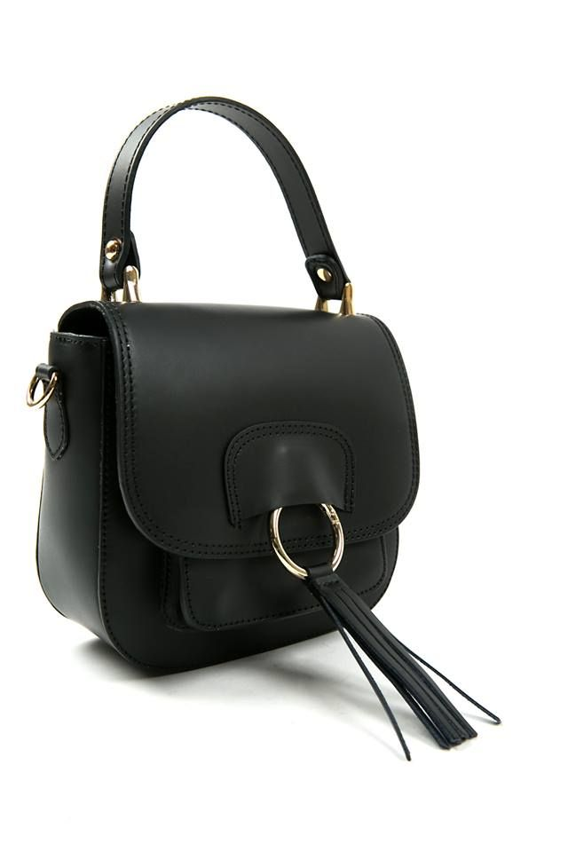 Leather crossbody bag. Suede interior foldover flap and interior lining with zipped pocket. Magnet front closure. Handle. Detachable and adjustable shoulder strap. Genuine leather. Made in Italy.  https://www.modaboom.com/accessories/bags/mikri-dermatini-tsanta-chiasti-mauri/