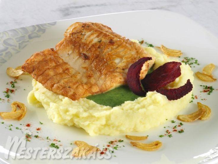 Fokhagymás busaszelet zelleres krumplipürével, parajkrémmel recept