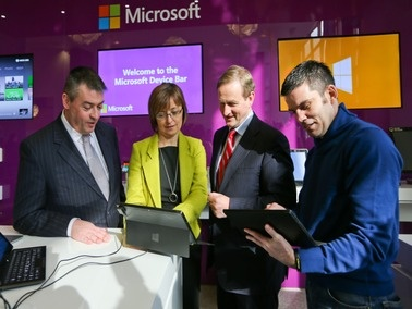 Pluto Communications were really proud to be a part of the Youth2Work campaign which took place in the Microsoft Offices, Dublin.  The lovely Claire Byrne MC'd the event and we were delighted to be joined by Youth2Work Champion Bernard Dunne and An Taoiseach Enda Kenny.