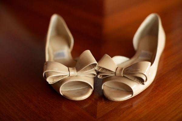 We're seeing a lot of delightful flats lately! Photography by annakimphotography.com