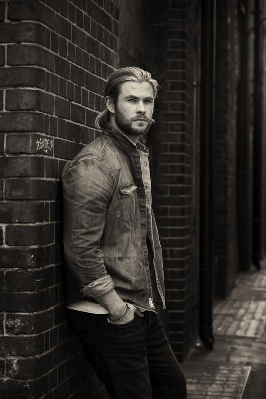 Chris Hemsworth as Stone in Heart of Stone. #wattpad #wattys2015 #sytycw15                                                                                                                                                     More